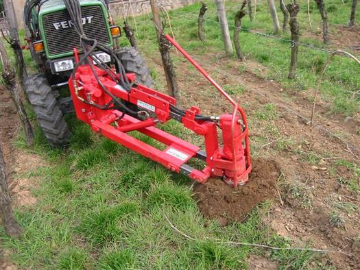 HYDRAULIC GROUND AUGER : for high clearance tractors and inter-row tractors.